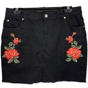 Distressed Frayed Roses Black Denim Skirt Sz 14